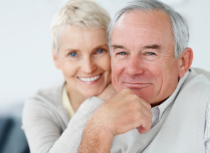 Happy_Elderly_Couple_Smiling_T_6361653